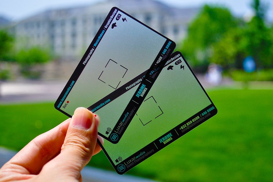 plastic-transparent-photographer-business-card-